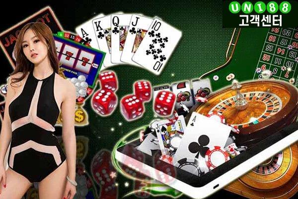 카지노사이트 온라인카지노 게임에는 바카라 룰렛 블랙잭 등이 있으며 그 중 바카라는 '카지노 게임의 왕'이라고 불릴 만큼 폭넓은 인기를 자랑하는 게임이다.