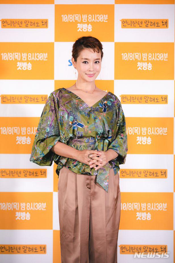 배우 김원희 가 자신의 남동생 사칭에 대한 주의를 당부했다.