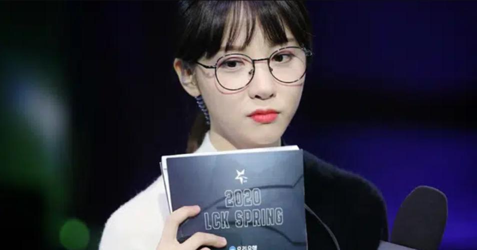 김민아, 논란 후 9개월만에 유튜브로 복귀