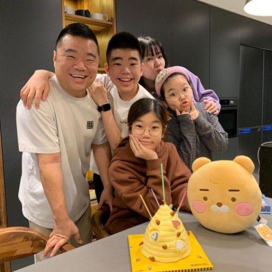 정종철, 붕어빵 가족...딸 생일 행복한 가족 공개